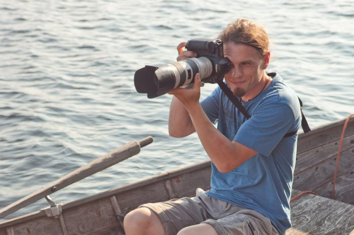 AES board member Max Edin photographing a rowing competition in Sulkava.